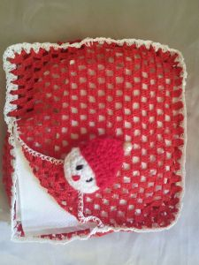 A crochet tissue holder